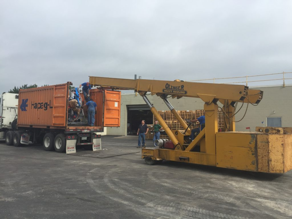 30 Ton Twinlift unloading an open top container